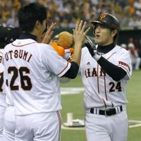 Don't look back: Yoshinobu Takahashi's 300th home run helped make a winner out of  Tetsuya Utsumi on Friday. | KYODO