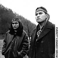 When Marcus Mose (right), a Native American from the Navajo Nation and an assistant language teacher in Aomori Prefecture, visited the popular Ainu musician Kano Oki (left) in Hokkaido, he felt an instant connection between their two cultures.