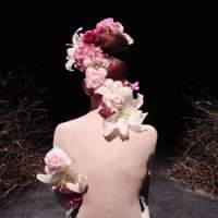Swedish butoh dancer Su-En (above and below) collaborated with Japanese floral artist Junichi Kakizaki on the production 'New Life,' now touring Japan. | © SU-EN BUTOH COMPANY