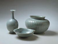 Crackled flowered vase with ovoid body and tsuru-kubi long neck, 1989, celadon bowl with double pinched rim; ribbed jar with wide mouth