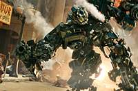 Robots rule the streets in 'Transformers' | (c) 2007 DREAMWORKS LLC. AND PARAMOUNT PICTURES. HASBRO, TRANSFORMERS AND RELATED CHARACTERS TRADEMARKED