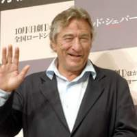Robert De Niro waves to the cameras at his news conference in Tokyo to promote 'The Good Sheperd.'   YOSHIAKI MIURA PHOTO