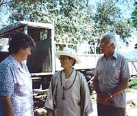 Takashi Nagase and Eric Lomax, with Lomax's wife Patti, meet for the first time in 1993 on the Tham Kham Bridge in Kanchanaburi.