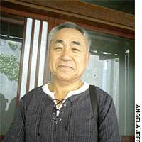 Toshitake Hirose, who moved to Perth to give his family a better life, is the first Japanese trained to assist blind golfers.