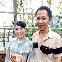 Yuriya and MottyDiscJack (right), whose relationship began via a Social Networking Service, spent just over a year doing online 'dating,' with just a few meets in person, before they took the plunge and got married.