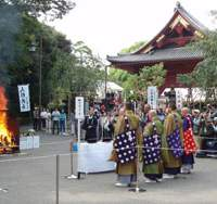 Departing dolls on display (top) before a monument to them at the Kiyomizu Kannondo Temple in Tokyo's Ueno Park, where some are cremated (above) at the finale of the annual event on Sept. 25. Dolls around the Shinto altar (below) at a similar 'Doll-Thanking Ceremony' held on Sept. 18 at the Midori Kaikan funeral hall in Tokyo's Setagaya Ward. | SETSUKO KAMIYA PHOTOS
