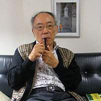 TV commentator and author Kenichi Takemura hangs out in his Imperial Hotel suite, welcoming to his doorstep 'an endless stream of interesting people.'