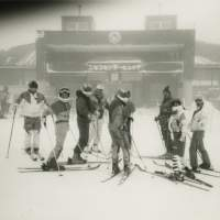 Group dynamic: Masunaga (center) skiing with friends in Niseko, Hokkaido, in 1993. | COURTESY OF HIDETOSHI MASUNAGA