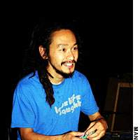 Yamataka Eye of Vooredoms/Boredoms fame takes an unorthodox approach to a mic check.