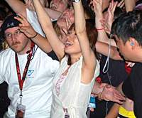 Swinging Popsicle vocalist Mineko Fujishima takes her music to the masses at the same event.