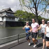 In the past 5 years, the Imperial Palace perimeter has become a popular jogging route for foreigners and Japanese alike. | YOSHIAKI MIURA PHOTO