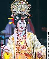 Wu Rujun as Yang-kui-fei and Abe-no-Nakamaro'
