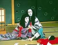 Gorozo (Kataoka Nizaemon) and his wife Satsuki (Bando Tamasaburo) and his wife Satsuki (Bando Tamasaburo) stab themselves and die together in front of the severed head of Oshu (above); Danshichi (Nakamura Kankuro) hastens to rescue the kidnapped Kotoura. | PHOTOS COURTESY OF THE KABUKIZA/BUNKAMURA THEATER COCOON