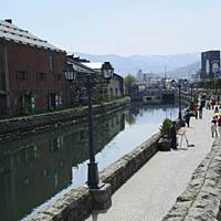 The canal in Otaru is a popular haunt for artists and performers.