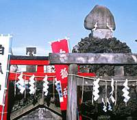 Shirahige Fuji, a four-meter replica of Mount Fuji, stands at the Ishihama Shrine in Minami Senju (above) and individually commissioned jizo look over the souls of those beheaded at the Kozukappara execution site (below). | KIT NAGAMURA PHOTOS