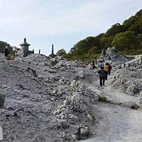 Cairns built by visitors on the dry bed of the River of Souls