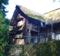 One of the many old houses that still stand in Mount Mitake village | IAN PRIESTLY PHOTOS