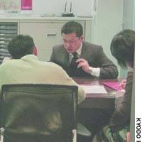 An adviser holds consultations on bank loans with a client and his family at Tokorozawa MTFG Plaza, which in April began operating on Saturdays.
