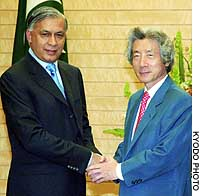 Pakistani Prime Minister Shaukat Aziz is greeted by Prime Minister Junichiro Koizumi prior to a meeting Wednesday at the Prime Minister's Official Residence in Tokyo.
