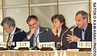 Jean-Marc Vittori (right) of the Les Echos newspaper discusses Japan's economic prospects as copanelists (from left) Jean-Pierre Robin, Romain Gubert and Dominique Nora listen at a Keizai Koho Center symposium on Nov. 11.
