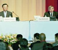 Finance Minister Sadakazu Tanigaki and World Bank President Paul Wolfowitz attend the opening ceremony of the bank's conference on development Monday in Tokyo.