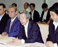 Prime Minister Junichiro Koizumi speaks at the start of Tuesday's joint meeting on reforming both administrative functions and government financial institutions, at the Prime Minister's Official Residence in the Nagata-cho district.