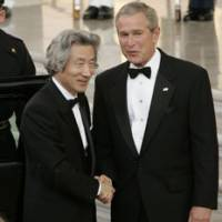President George W. Bush welcomes Prime Minister Junichiro Koizumi to the White House for their official dinner Thursday in Washington.   AP PHOTO