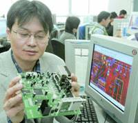 Fang Feiyu, president of Dyna Technology Co., explains his company's products at his office in Zhongguancun on the outskirts of Beijing, earlier this month. | KYODO PHOTO