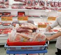 An employee at the Hanamasa supermarket in Tokyo's Ginza district gets ready to restock the shelves with beef products imported from Australia.   AP PHOTO