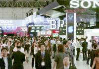The combined Exhibition of Advanced Technologies Japan 2006 draws a big turnout Tuesday for its opening day at the Makuhari Messe convention center in Chiba. | KYODO PHOTO