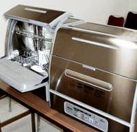 Dishwashers manufactured by Matsushita Electric Industrial Co. that are subject to recall for a fire hazard are displayed Tuesday. | KYODO PHOTO