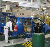 Assembly line workers put together Zen Estilo cars at Maruti Udyog Ltd.'s Gurgaon plant, the company's first to run at full capacity. Suzuki Motor Corp. owns 54.2 percent of Maruti Udyog. | PHOTO COURTESY OF SUZUKI MOTOR CORP.