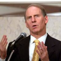 Richard Haass, president of the Council on Foreign Relations, discusses the roles of Japan and the United States in Asia during a symposium in Tokyo on Nov. 12. | SATOKO KAWASAKI PHOTO