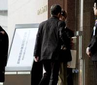 Shareholders enter Sapporo Holdings Ltd.'s headquarters in Tokyo's Shibuya Ward for a general meeting Friday. | KYODO PHOTO