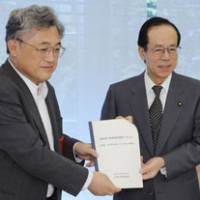 Reporting to the top: Takeshi Sasaki (left), professor at Gakushuin University and head of an expert council on consumer policy, and Prime Minister Yasuo Fukuda hold a report the council drafted Friday at the Prime Minister's Official Residence. | KYODO PHOTO