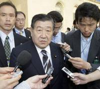 Extremely regrettable: Farm minister Masatoshi Wakabayashi, flanked by reporters, leaves the World Trade Organization headquarters in Geneva after crucial trade talks collapsed Tuesday. | AP PHOTO