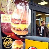 Battle of the burgers: Lotteria, McDonald's and MOS Burger promote their latest products — the Zeppin Bacon Cheeseburger, Double Quarter Pounder and Tobikiri Hamburger Sandwich — in Minato Ward, Tokyo, on Monday. | SATOKO KAWASAKI PHOTOS