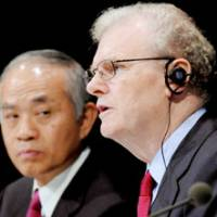 Helm change: Sony Corp. Chief Executive Officer Howard Stringer faces reporters Friday in Tokyo as the departing president, Ryoji Chubachi, looks on.   KYODO PHOTO