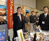 Perks of the job: Agriculture, Forestry and Fisheries Minister Shigeru Ishiba samples crab from his electoral district of Tottori Prefecture during a tasting session at the Japanese Restaurant International Symposium in Tokyo on Monday. | YOSHIAKI MIURA PHOTO