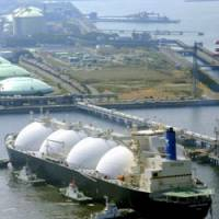 Liquid asset: A tanker carrying liquefied natural gas from Russia's Sakhalin-2 project arrives at a receiving terminal operated by Tokyo Gas Co. and Tokyo Electric Power Co., in Sodegaura, Chiba Prefecture, on Monday.   KYODO PHOTO