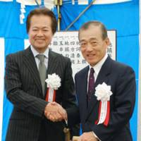 Battery buddies: Honda Motor Co. President Takeo Fukui (right) and GS Yuasa Corp. President Makoto Yoda participate in a groundbreaking ceremony for a lithium-ion battery plant in Fukuchiyama, Kyoto Prefecture, on Tuesday. | KYODO PHOTO