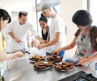 Fresh start: David Cisan (second from left) conducts a cooking class at the cafe Notting Hill in Tokyo's Nishi-Azabu district earlier this year. | COURTESY OF DAVID CISAN