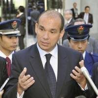 Making waves: Former Olympus Corp. President Michael C. Woodford speaks with reporters Friday in front of the company's headquarters in Shinjuku Ward, Tokyo.   KYODO