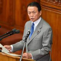 Recovery pitch: Finance Minister Taro Aso delivers his financial policy speech to the Diet on Monday. | KYODO