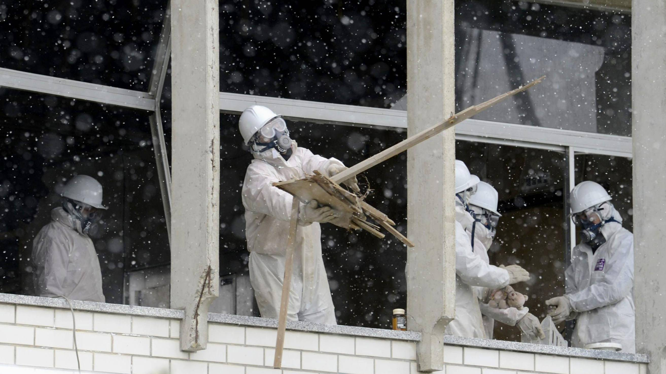 Search for remains of disaster victims conducted in Iwate, Miyagi