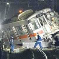 The lead car of a Sanyo Electric Railway express train sits partly on the platform of Arai Station in Takasago, Hyogo Prefecture, on Tuesday evening. The train slid about 170 meters after colliding with a truck at a nearby crossing. | KYODO