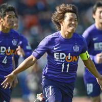 Purple reign: Sanfrecce Hiroshima's Hisato Sato (center) celebrates after scoring against Kashiwa Reysol in the 29th minute of the Xerox Super Cup on Saturday at Tokyo's National Stadium. Sanfrecce won 1-0. | KYODO