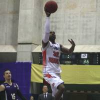 Good numbers: Iwate's Carlos Dixon, seen in this file photo from December, has a 26-point, 13-rebound performance for the Big Bulls in an 88-77 win over the host Chiba Jets on Monday. | KAZ NAGATSUKA