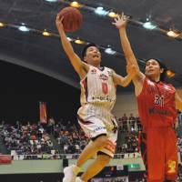 Instant impact: Guard Yuki Togashi, driving on Tohyama's Musashi Joho during a recent game, brings youthful exuberance to the Akita lineup.  | AKITA NORTHERN HAPPINETS/BJ-LEAGUE