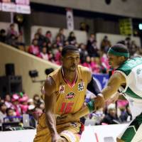Jumped ship: Akita's Marshall Brown is one of several foreign players who have left the financially troubled Miyazaki Shining Suns this season. | AKITA NORTHERN HAPPINETS/BJ-LEAGUE